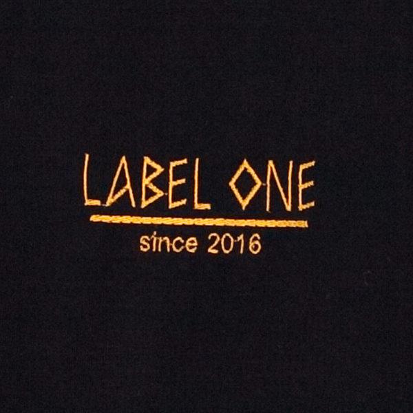 LABEL ONE T- Shirt Schwarz mit Stickerei